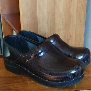 Dansko Brown Black Patent Professional Clogs 39
